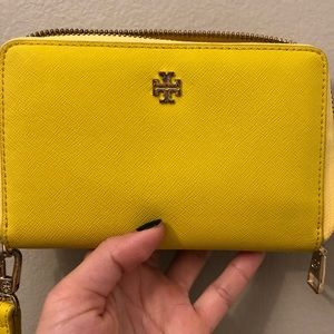 Good condition Tory Burch yellow wallet 💛